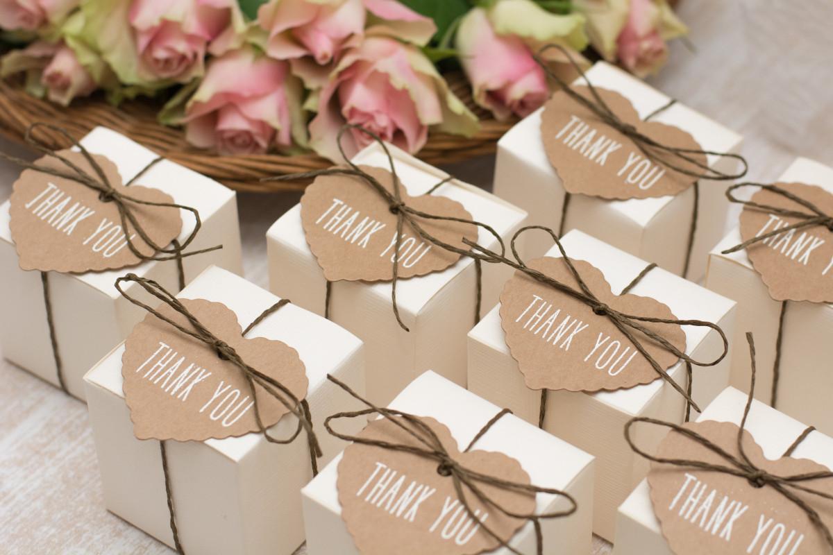 Denken Sie an die Hochzeitsgeschenke auch für Gäste