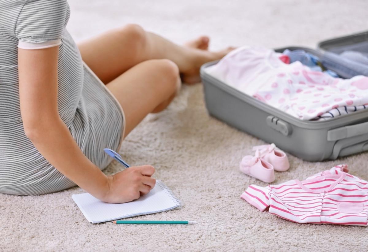 Krankenhaustasche für die Geburt packen: Was gehört hinein?