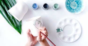 Bastelecke: selbst Keramik bemalen