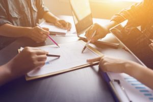 Wie Sie besser am Arbeitsplatz organisiert werden