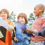 So organisieren Sie eine Schatzsuche für Kindergeburtstage