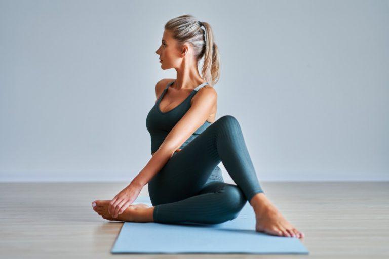 Richtig tief durchatmen mit der Yoga-Übung Virabhadrasana