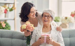 Wie Sie eine Karte in Herzform zum Muttertag selber basteln