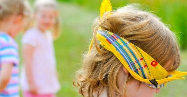 Kinder entdecken den Tastsinn: Lustige Spiele-Ideen