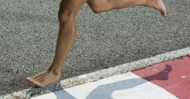 Barfuß joggen: So setzen Sie es erfolgversprechend ein