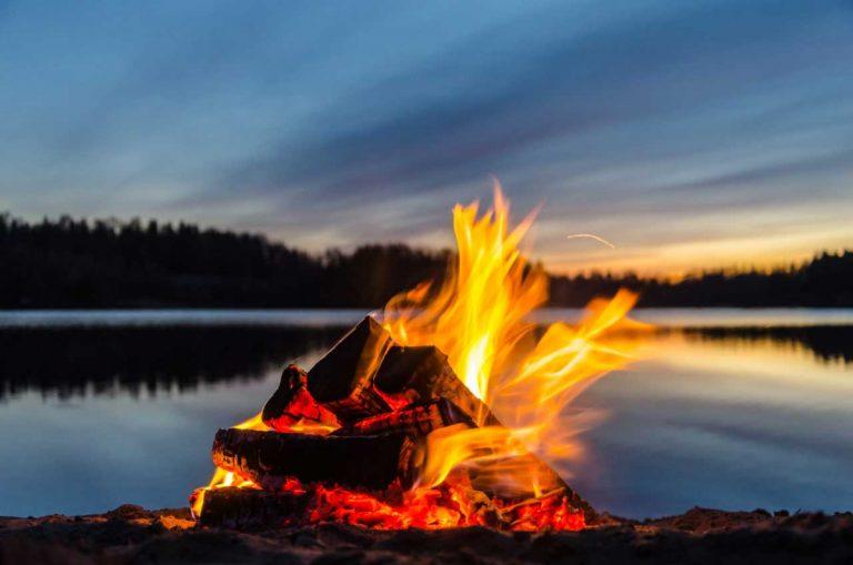 Lagerfeuer – beliebt bei Jung und Alt