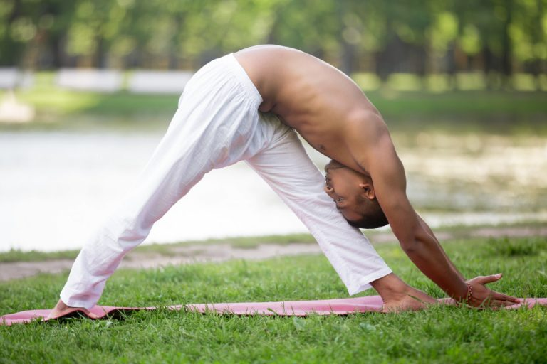Steifheit in den Beinen und Hüftmuskeln lindern mit Yoga