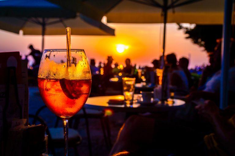 Warum man im Urlaub lieber nicht zu viel Alkohol trinkt