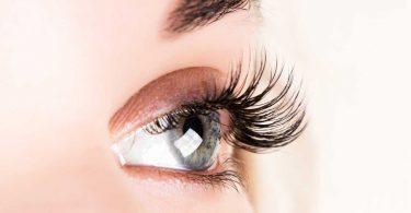 Machen Sie Ihre Wimpern lang und voll mit natürlichen Hausmitteln