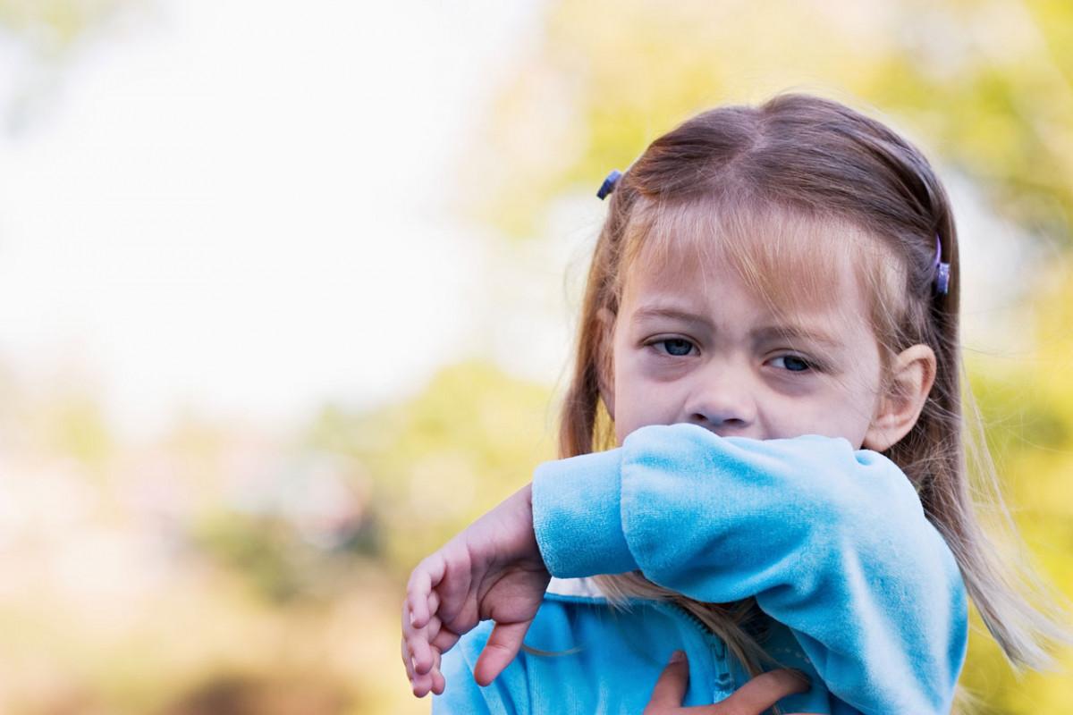 Trockener Husten beim Kind – wie reagieren Sie am besten?