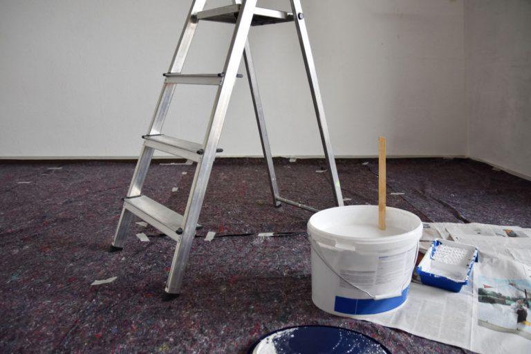 Malervlies als Bodenschutz bei Renovierungsarbeiten einsetzen
