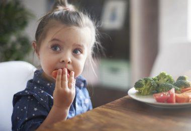 Häufiges Aufstoßen bei Kindern – was hilft?