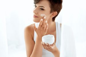 Darauf sollten Sie bei der Hautpflege in Ihrem Alter achten