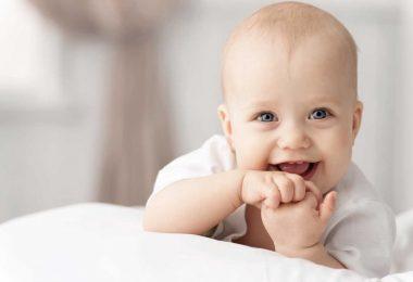Wichtige Meilensteine in der Entwicklung Ihres Babys im ersten Jahr
