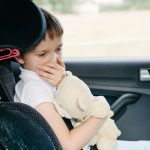 Praktische Tipps, um die Reiseübelkeit bei Ihrem Kind zu lindern