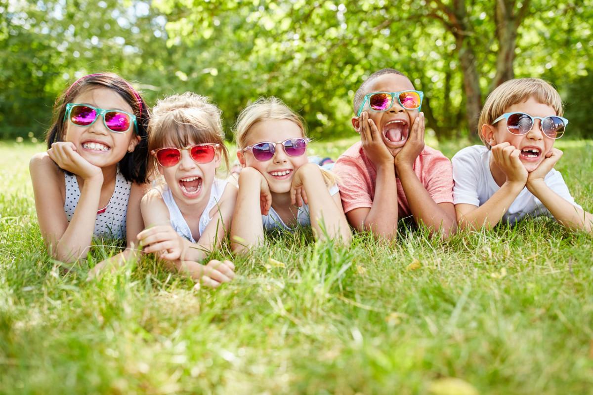 Mit Kindern eine coole Sommerbrille basteln