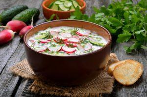 Basischer Tipp gegen die Hitze: Brottrunk-Suppe mit Radieschen