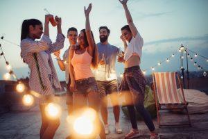 Vom Jubiläum bis Sommerfest: Wie Sie pfiffige Einladungen schreiben