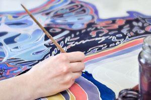 Textilgestaltung: Malen mit Stoffmalfarben oder Stoffmalstiften