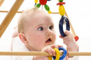 Wie Sie Babyspielzeug einfach selber basteln können