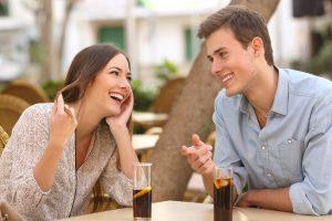 Welche flirtsignale senden frauen