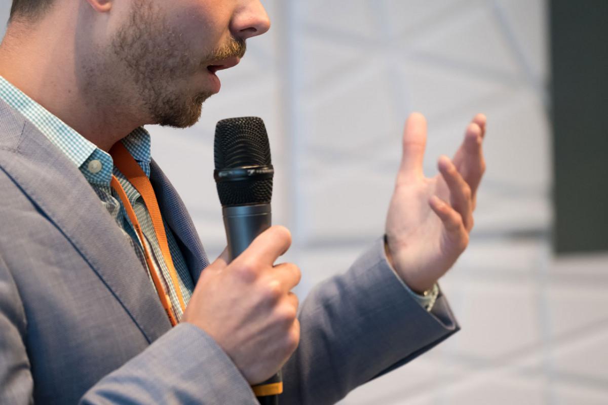 3 Top-Tricks, mit denen Sie als Redner Ihre Qualitäten verbessern!