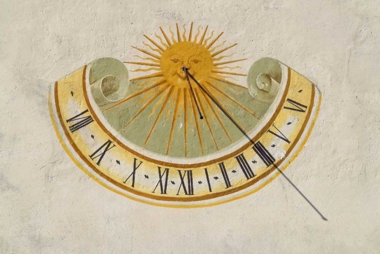 Sonnenuhr selber bauen: So geht es