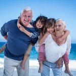 Mit Enkeln verreisen: Das sollten Großeltern beachten