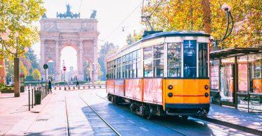 Italienische Städte mit öffentlichen Verkehrsmitteln entdecken
