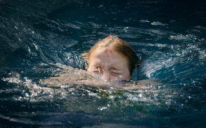 Wie Sie Ihr Kind vor Ertrinken schützen