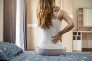 Rückenschmerzen? Barfußlaufen hilft