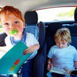 Kinder im Auto beschäftigen: So reisen Sie entspannt