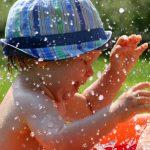 Tolle Spiele zur Wassergewöhnung für kleine Kinder