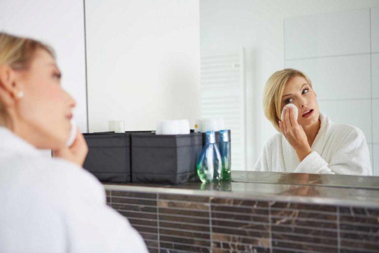 Hautschonend abschminken: So optimieren Sie Ihre Reinigungsroutine