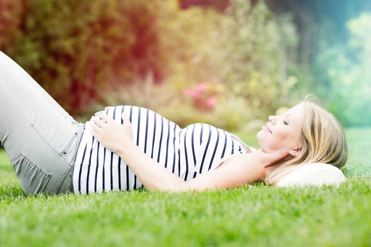 Warum ein harter Bauch oft während der Schwangerschaft auftritt