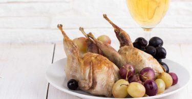 Leichte Küche: Rezept für Wachteln in Weißwein geschmort