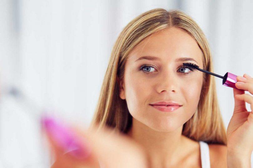 Bitte lächeln! So schminken Sie ein natürliches Foto-Make-Up