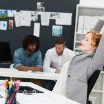 Dehnübungen fürs Büro: Nacken, Rücken und Beine