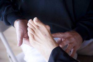 Hallux valgus – Ursachen und Behandlungsmöglichkeiten