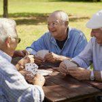 Einsamkeit im Alter verhindern: So knüpfen Senioren Kontakte