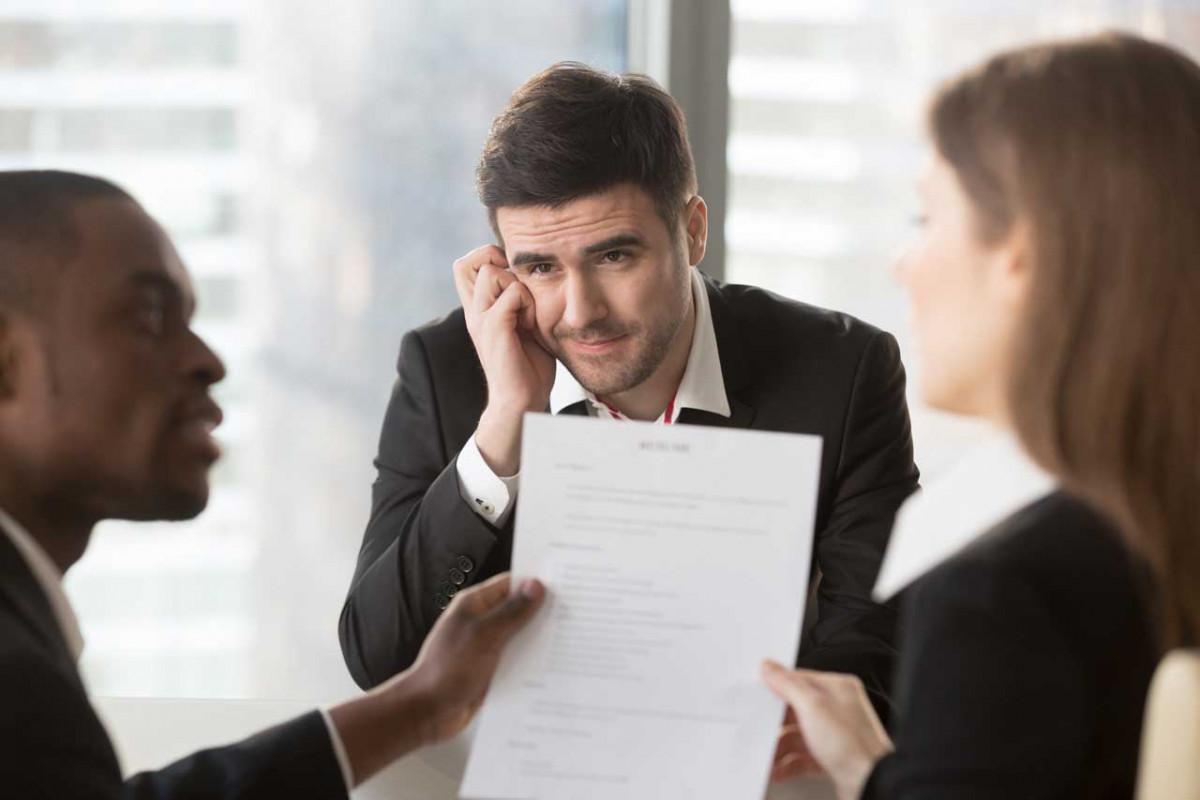 So können Sie Schüchternheit im Bewerbungsprozess überwinden
