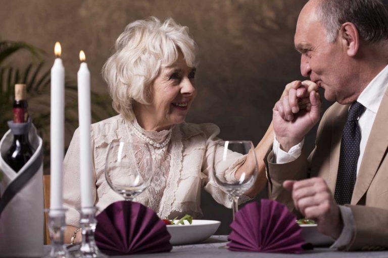 Partnersuche für Senioren: So finden Sie im Alter eine neue Liebe