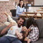 Welche lustigen Spiele Ihrem Kind die Langeweile an Regentagen vertreiben
