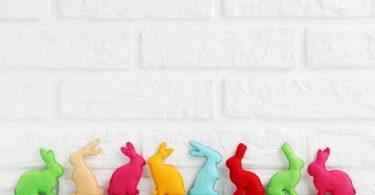 Osteranhänger: Wie Sie mit Kindern flauschige Tiere basteln