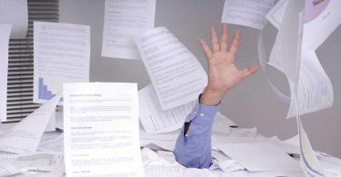 Arbeitsorganisation: So zeigen Sie Papierstapeln die rote Karte