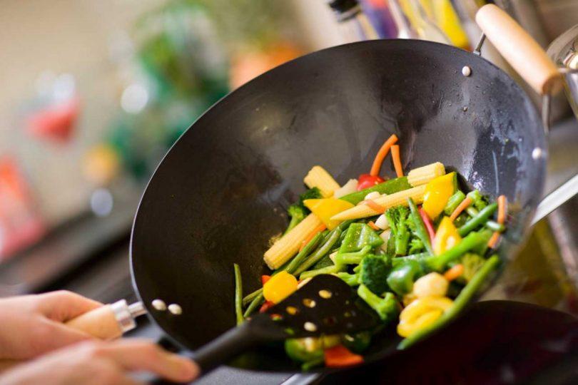 Leichte Sommerküche Essen Und Trinken : Zubereitung im wok u mit diesen tipps und tricks klappt s experto
