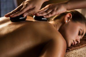 Hot Stone Massage: Nutzen Sie das Wundermittel gegen Rückenschmerzen