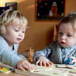 Wie kann man Zweijährige beschäftigen: Spielideen für Zuhause