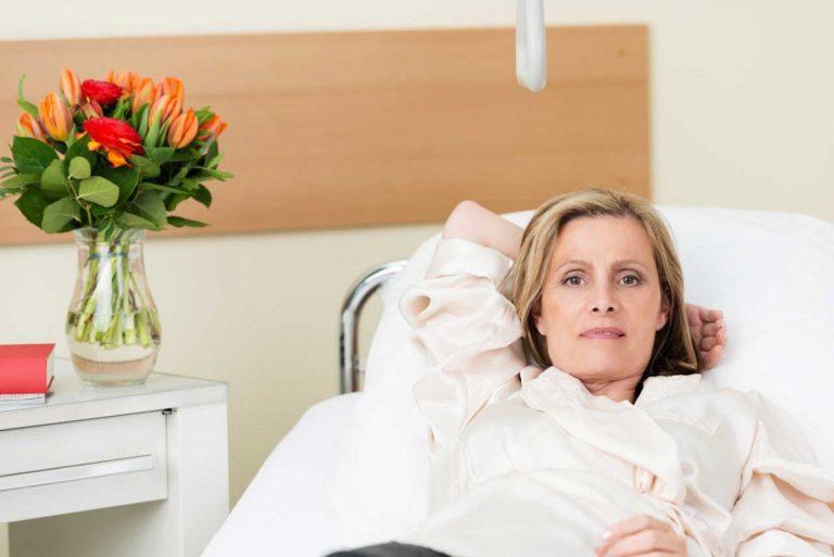 Kosmetik im Krankenhaus: Darauf sollten Sie im Fall der Fälle achten