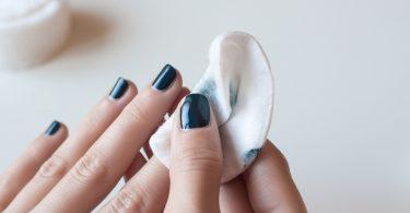 5 Tipps, um Nagellack schnell und gründlich zu entfernen